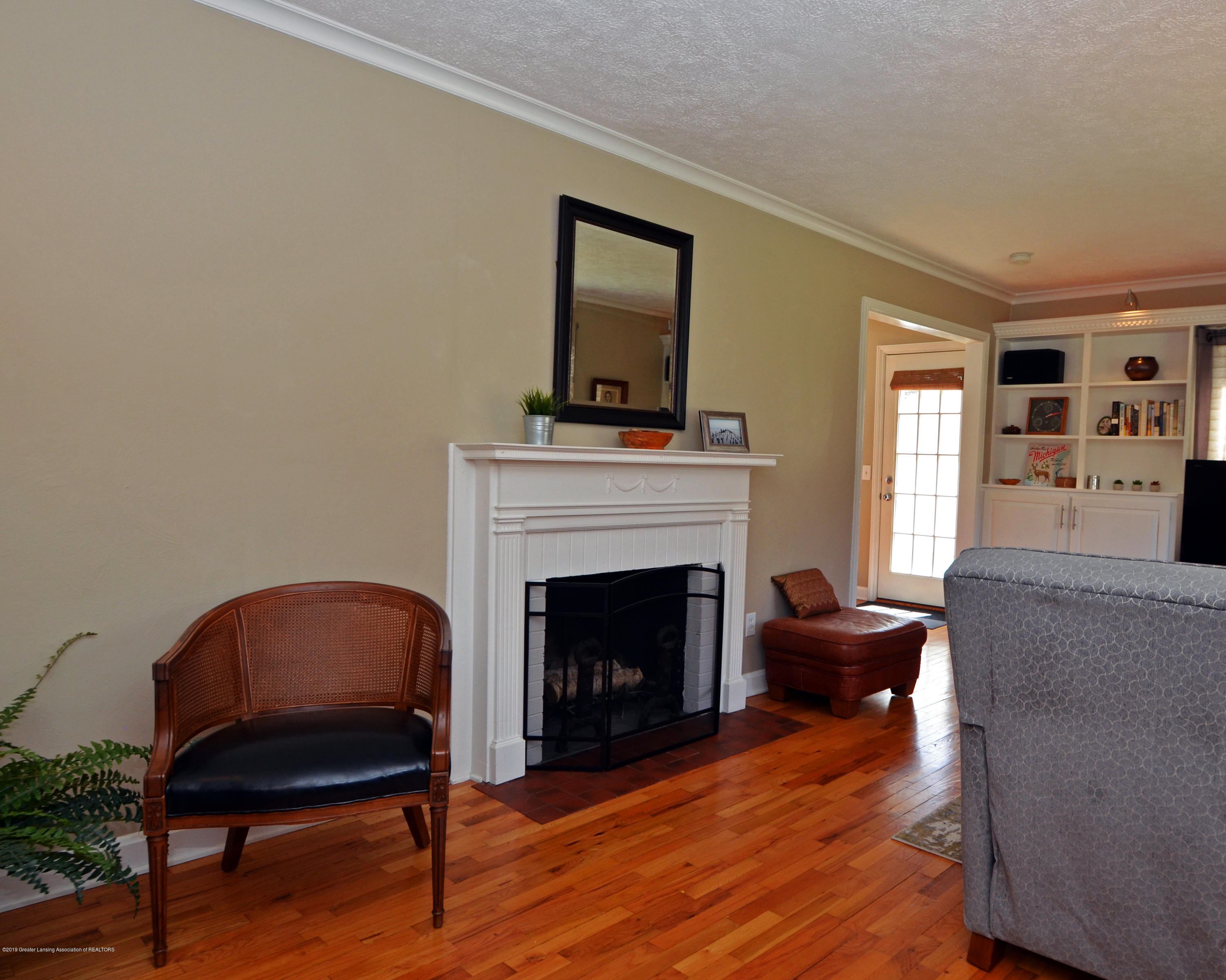 2232 Kenmore Dr - 8Living Room - 8