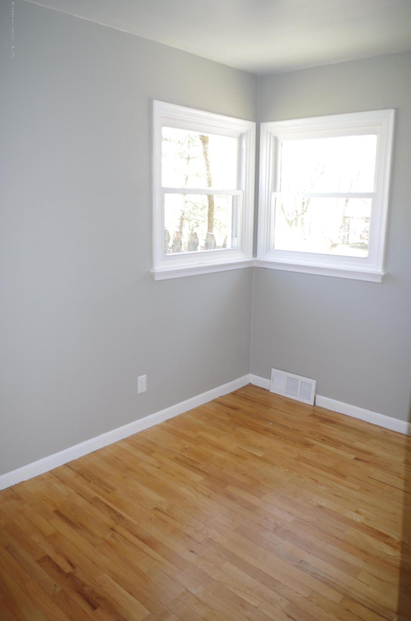 1612 Snyder Rd - Main Floor Bedroom - 9