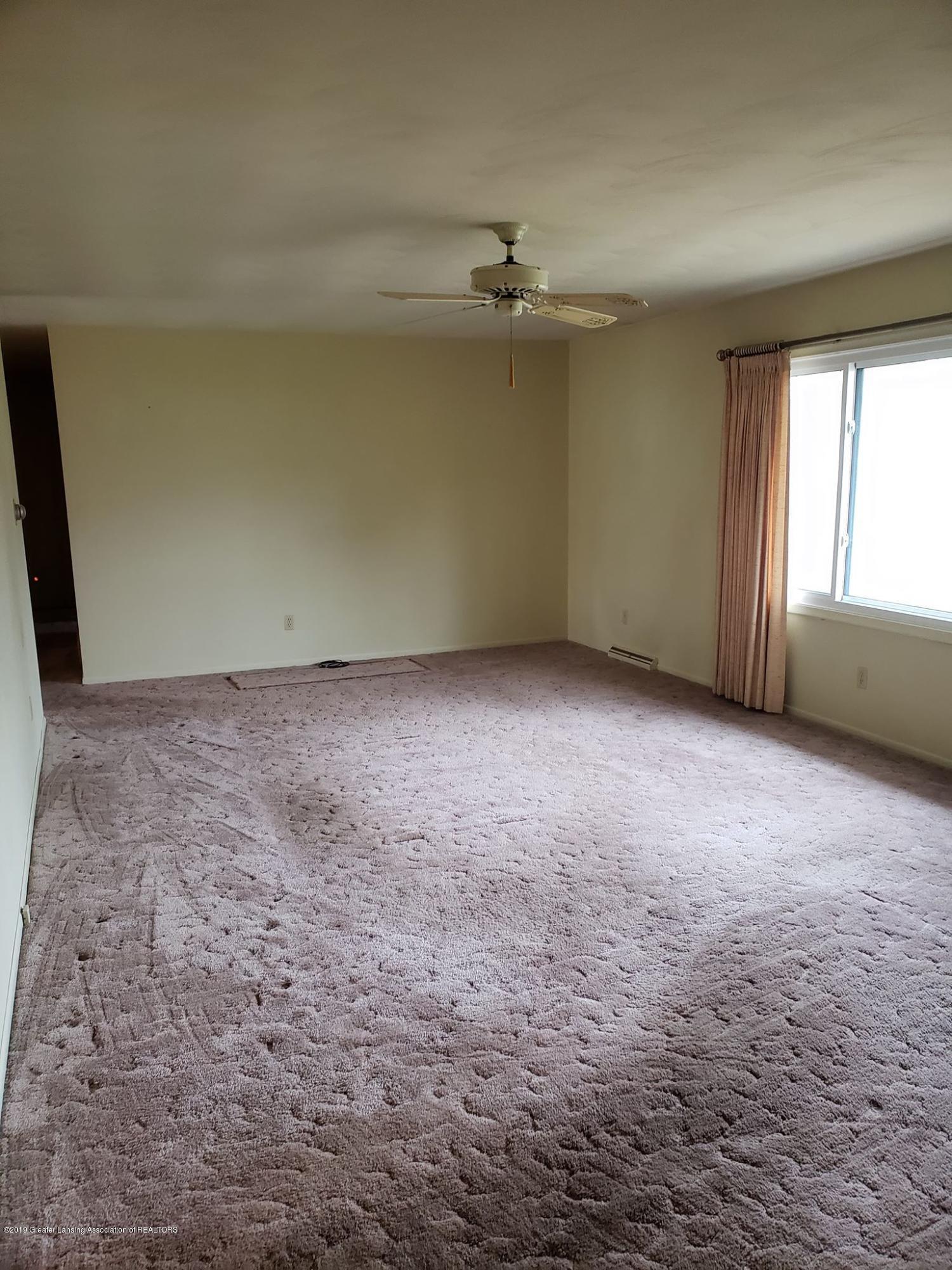 1304 Montgomery St - Living room area - 15