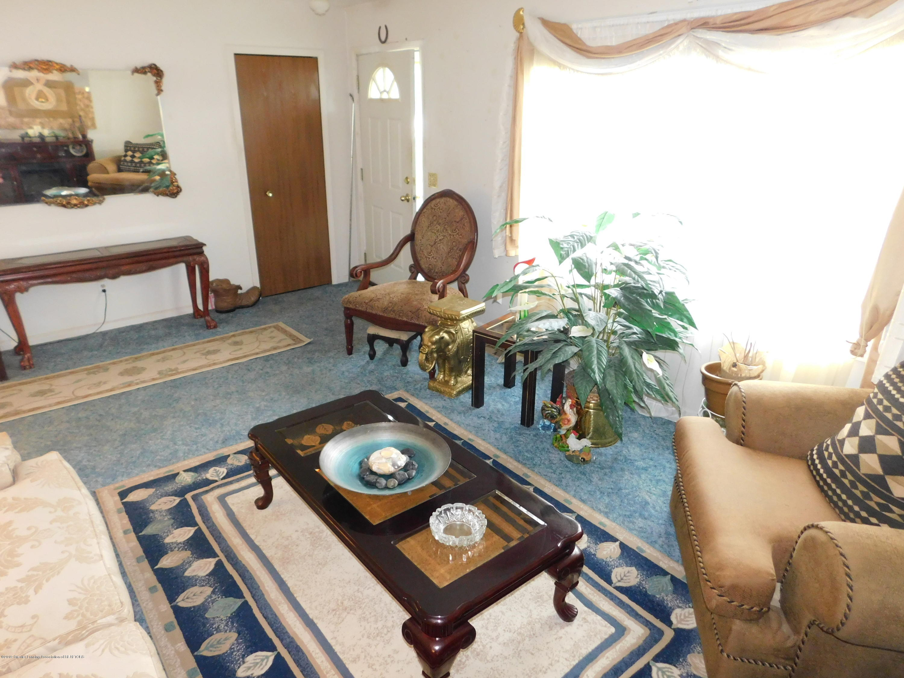 6511 S Washington Ave - LIVING ROOM - 3