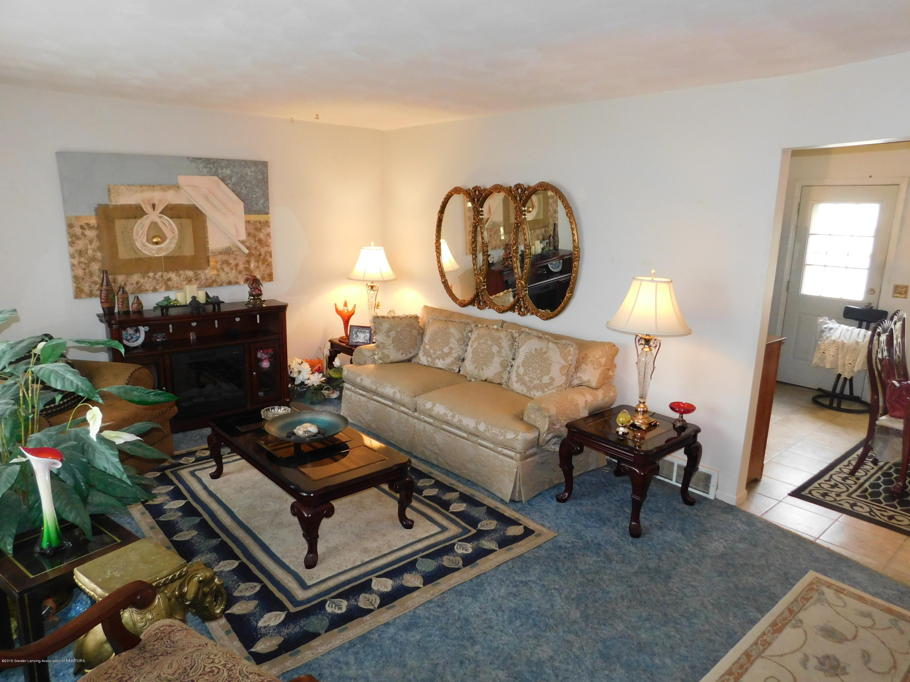 6511 S Washington Ave - LIVING ROOM - 4