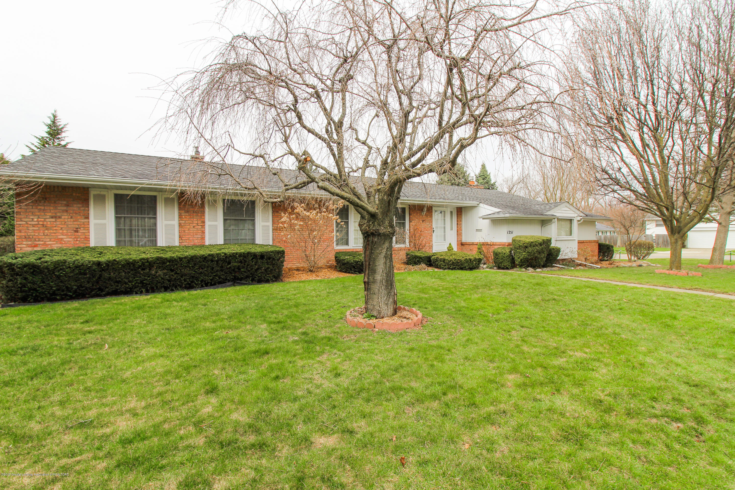 1251 Chester Rd - Beautiful Corner Lot - 1
