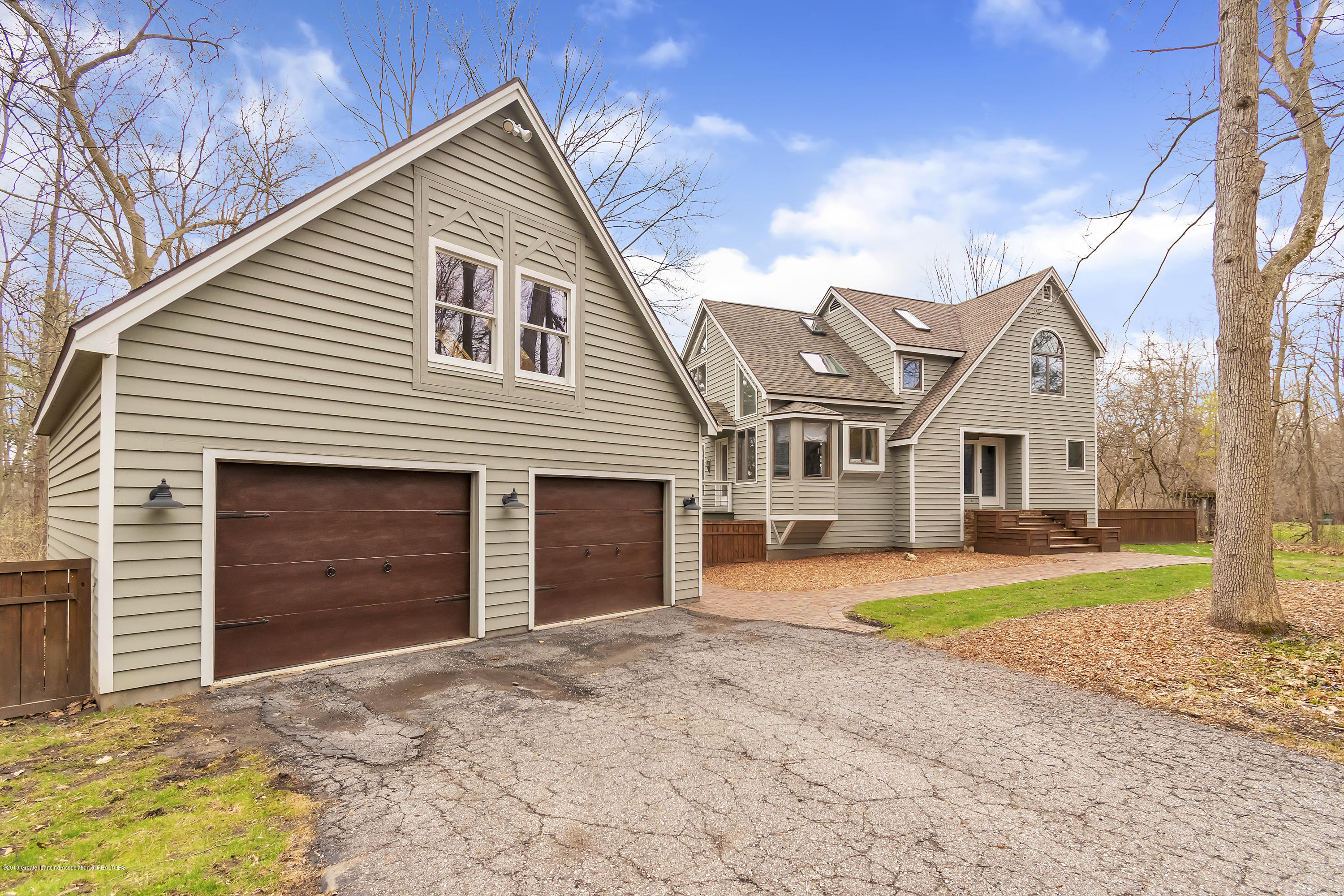 2423 Haslett Rd - Garage and House - 5