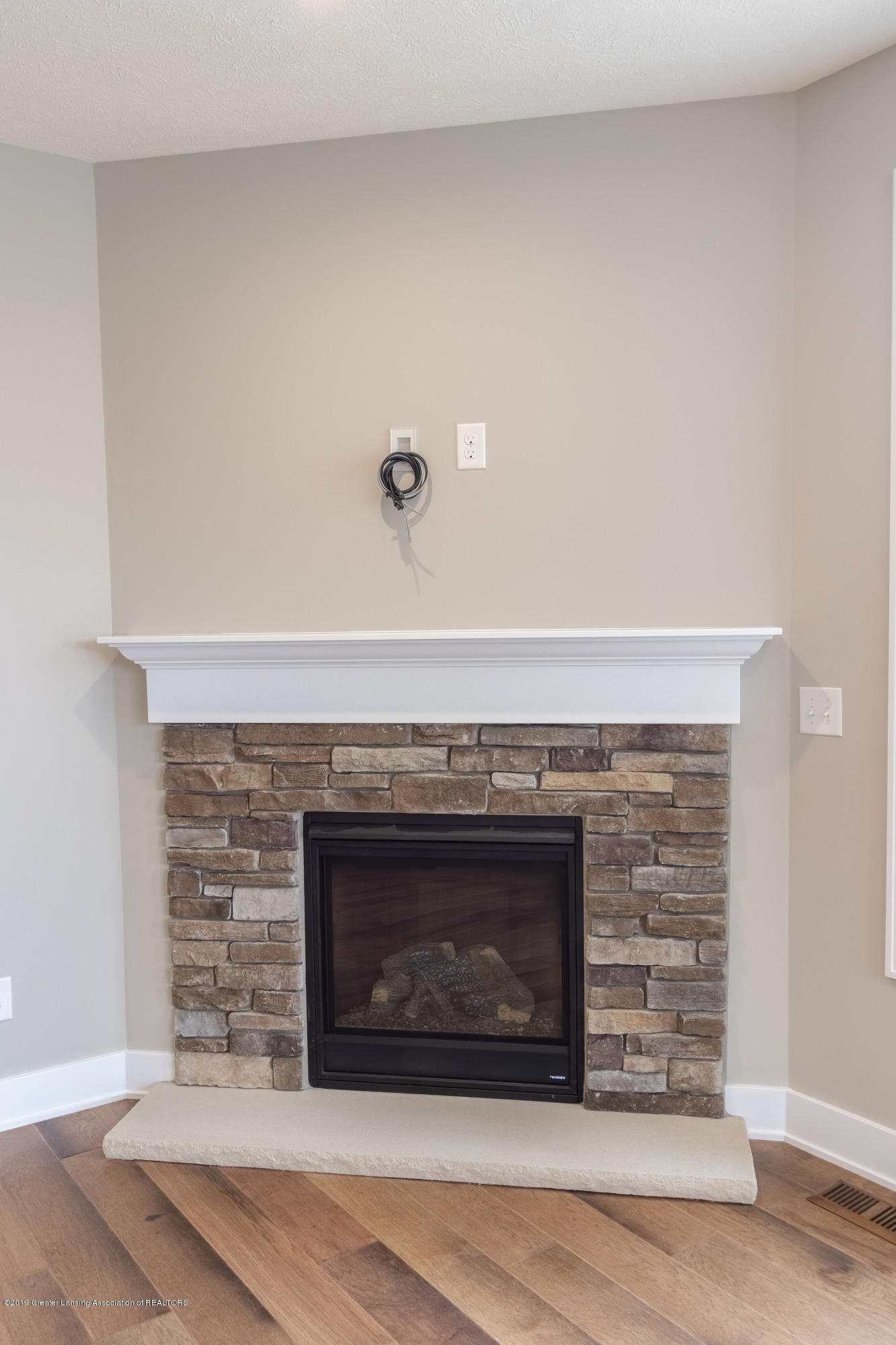 2782 Carnoustie Dr - Fireplace - 22