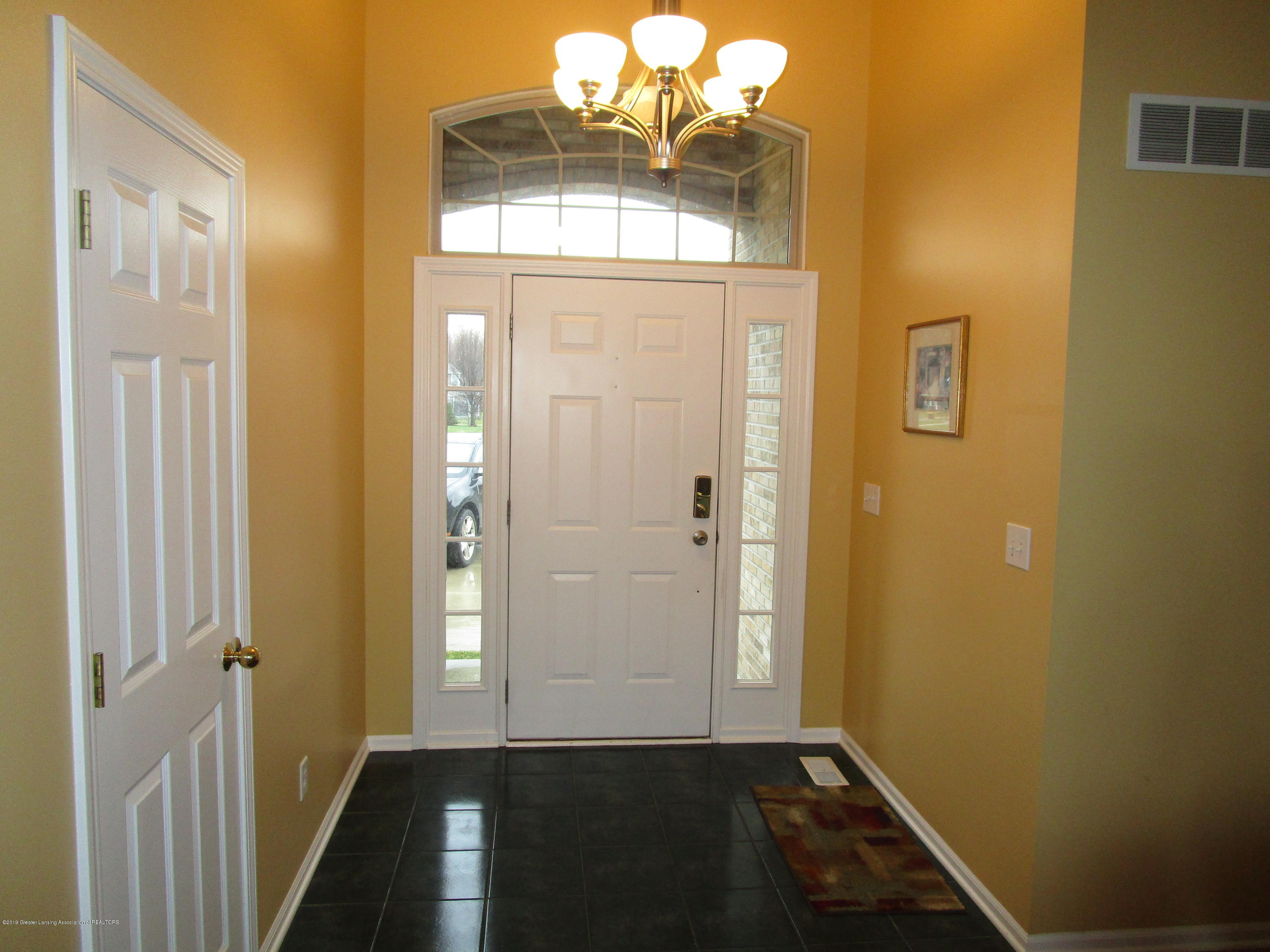 4084 Pheasant Run - Foyer - 52