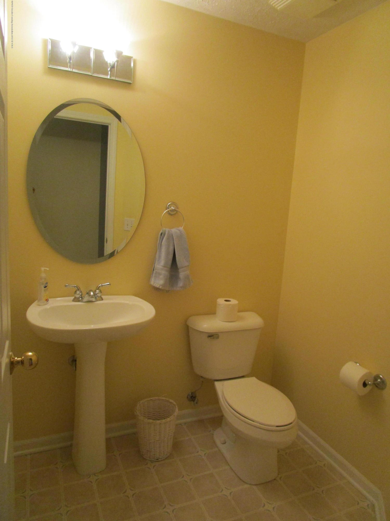 4084 Pheasant Run - Half Bath - 16
