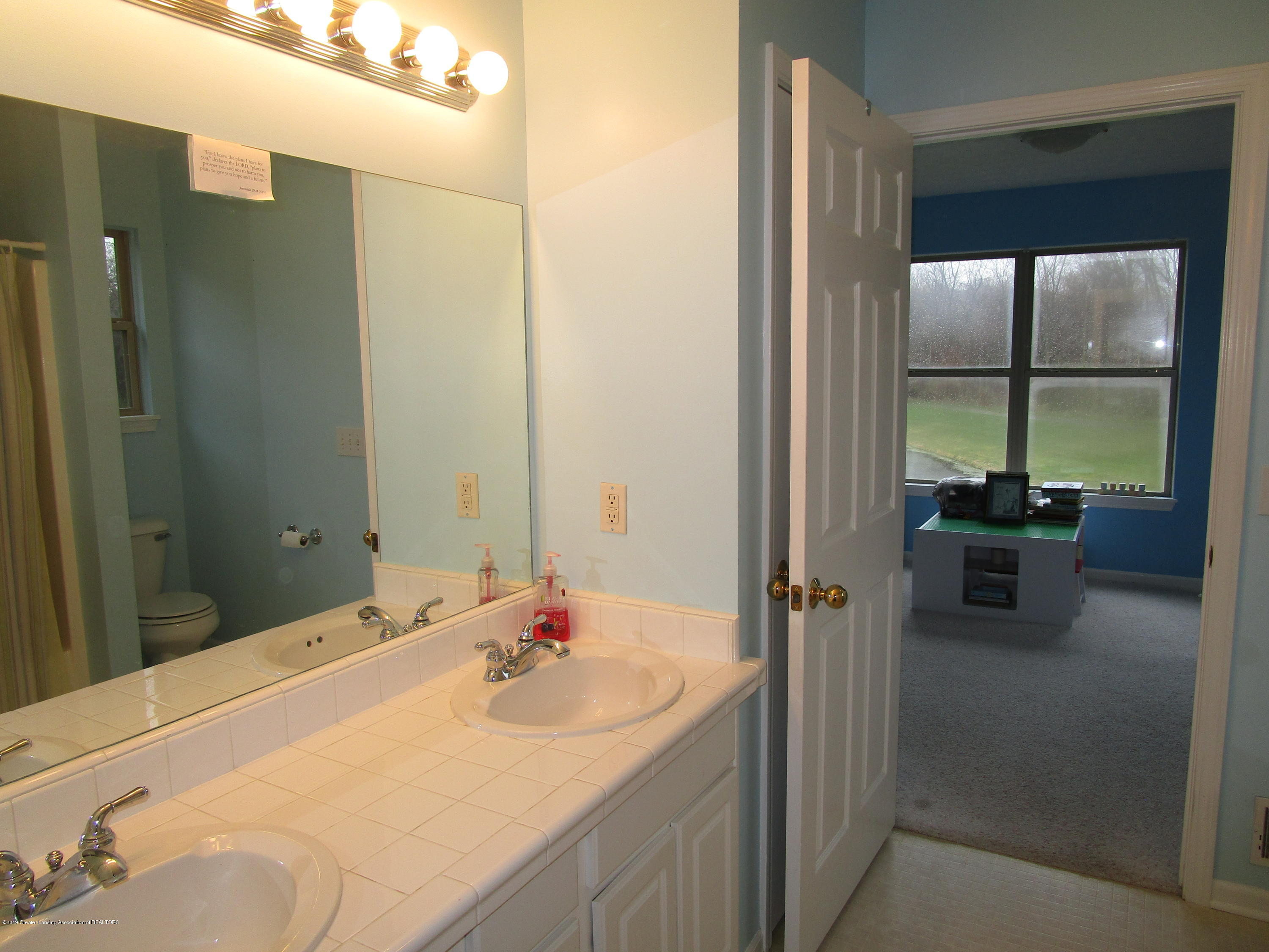 4084 Pheasant Run - Jack Jill Bath (2) - 33