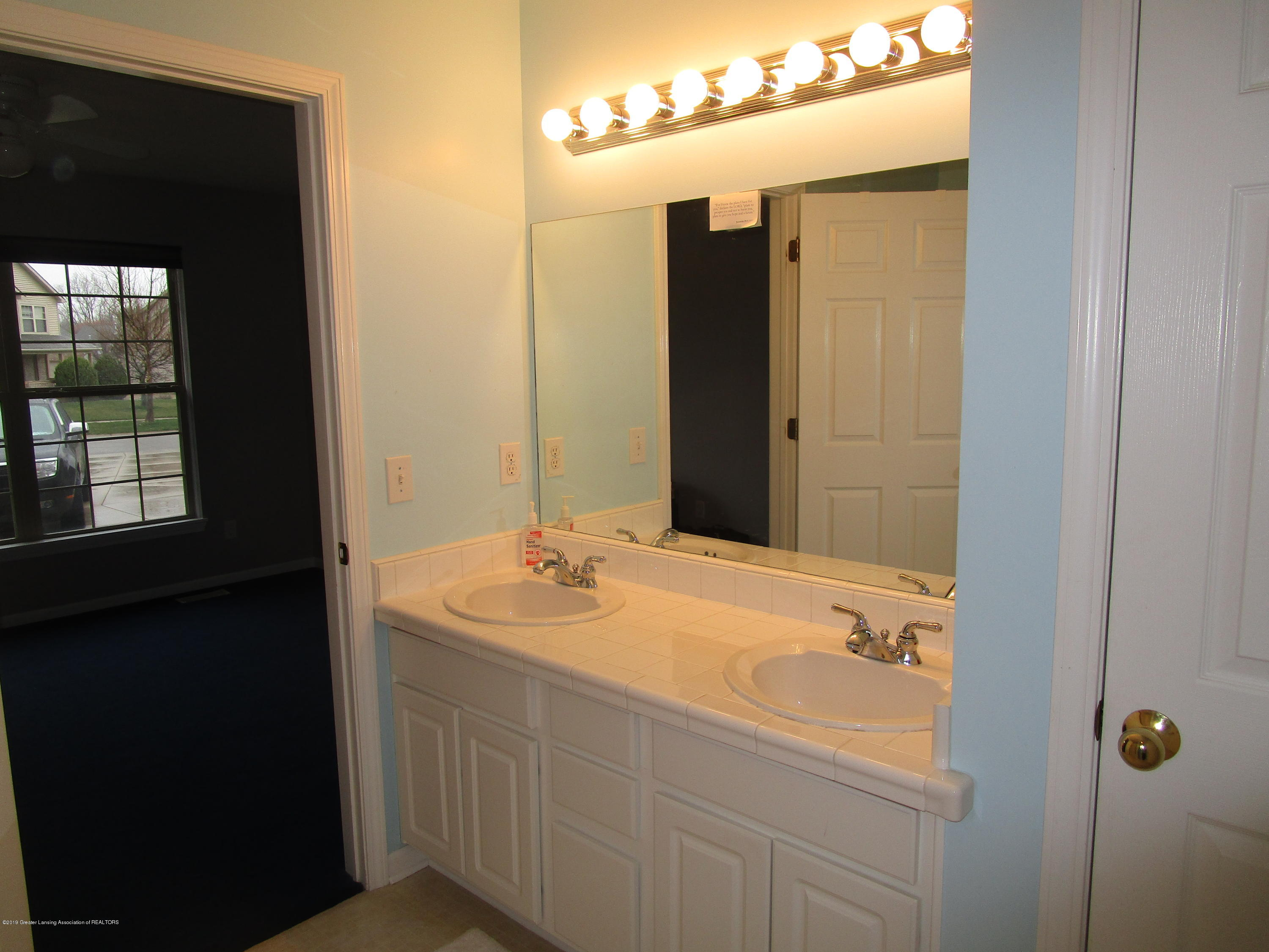 4084 Pheasant Run - Jack Jill Bath - 32