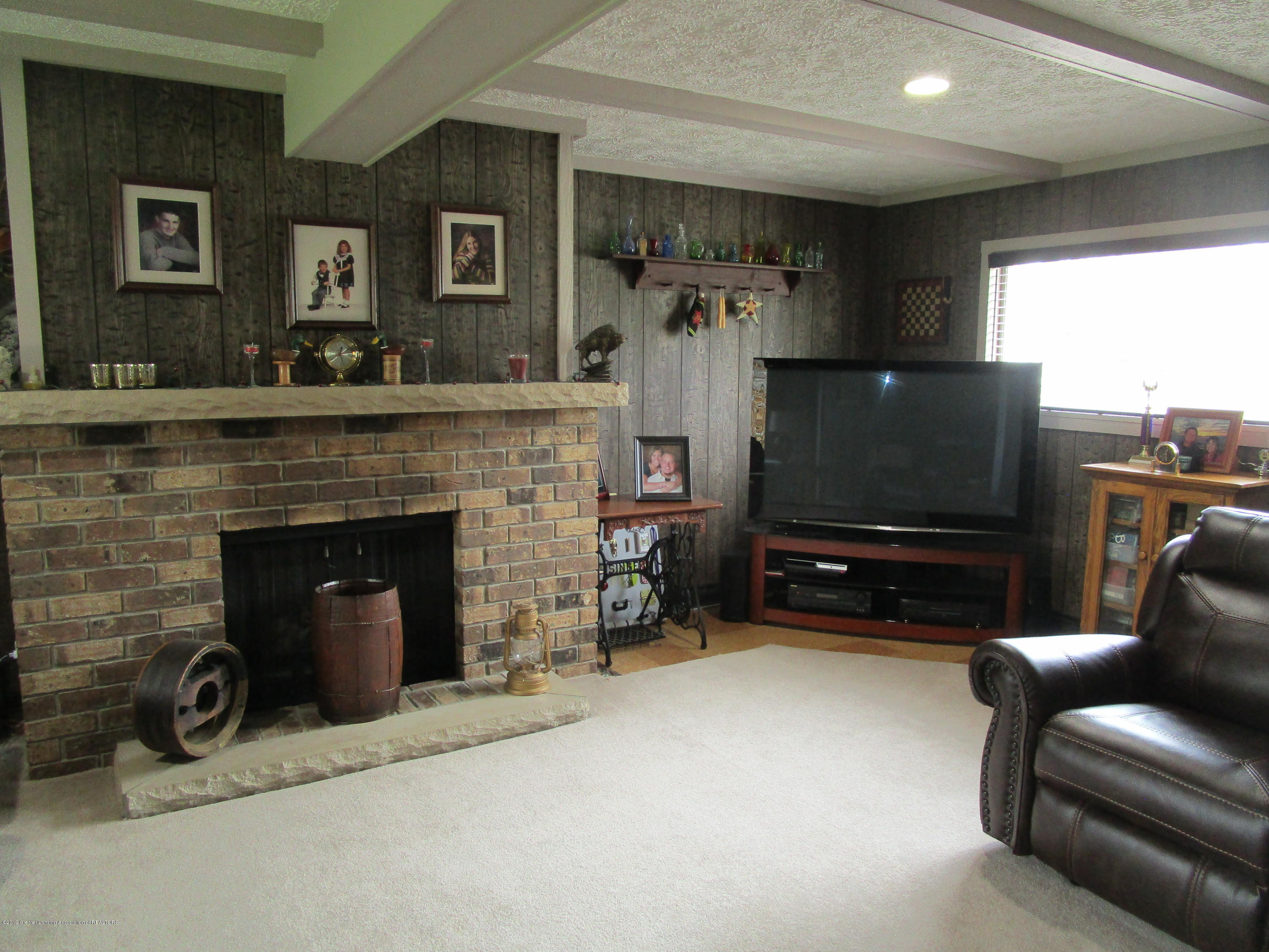 12796 Melody Rd - Living - 7