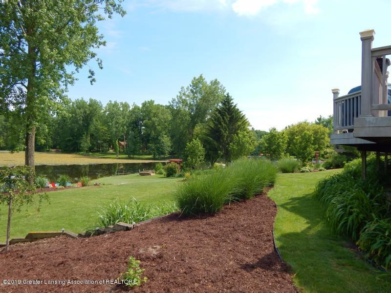 10191 S Bay Dr - Beautiful landscaping - 29