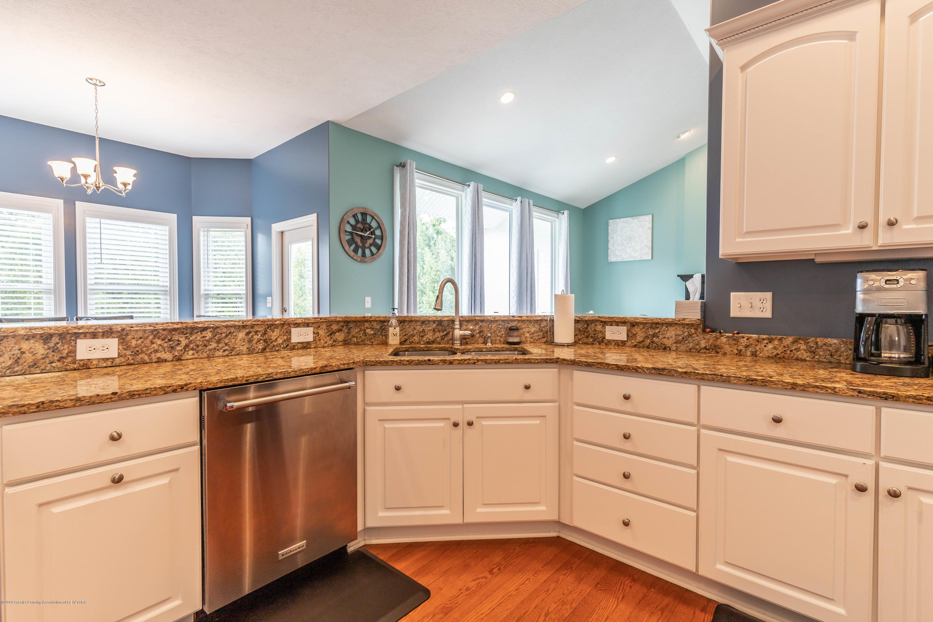 12780 Paradise Dr - Kitchen - 21