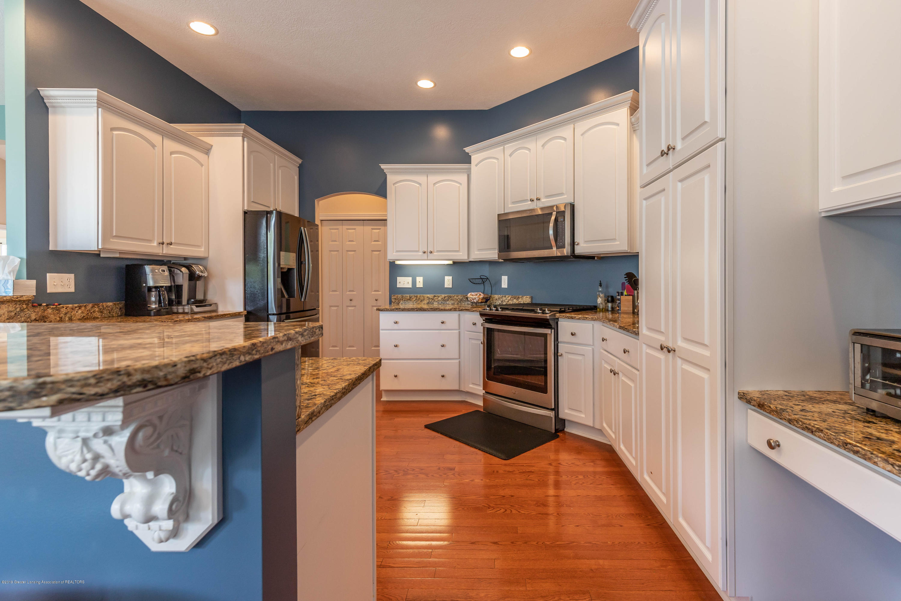 12780 Paradise Dr - Kitchen - 18