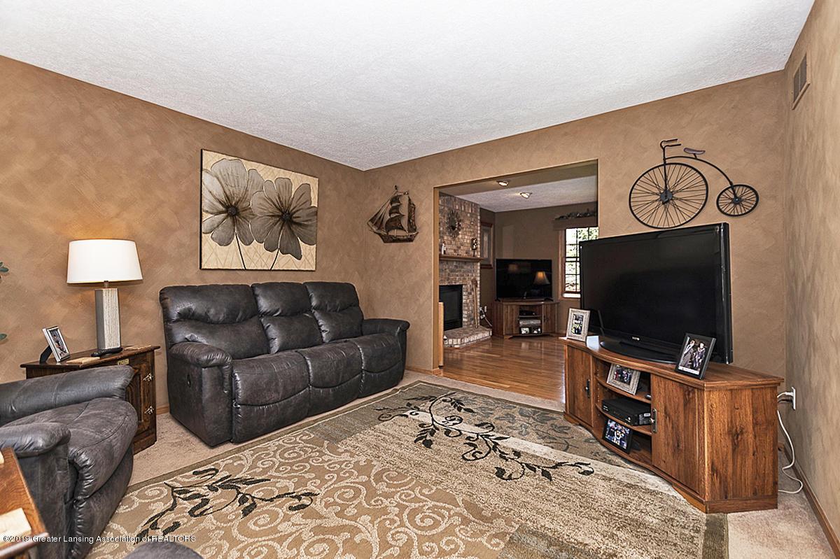 1103 Sunrise Dr - Living Room - 4