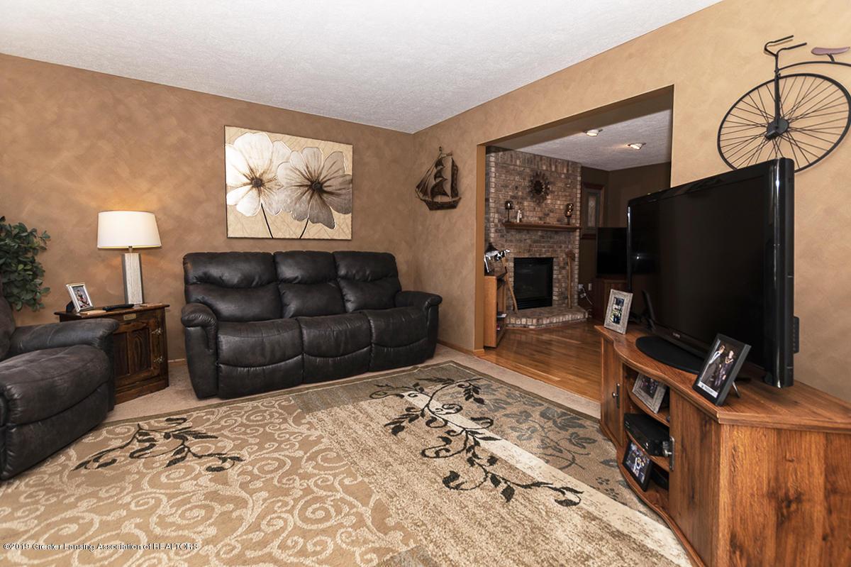 1103 Sunrise Dr - Living Room - 5