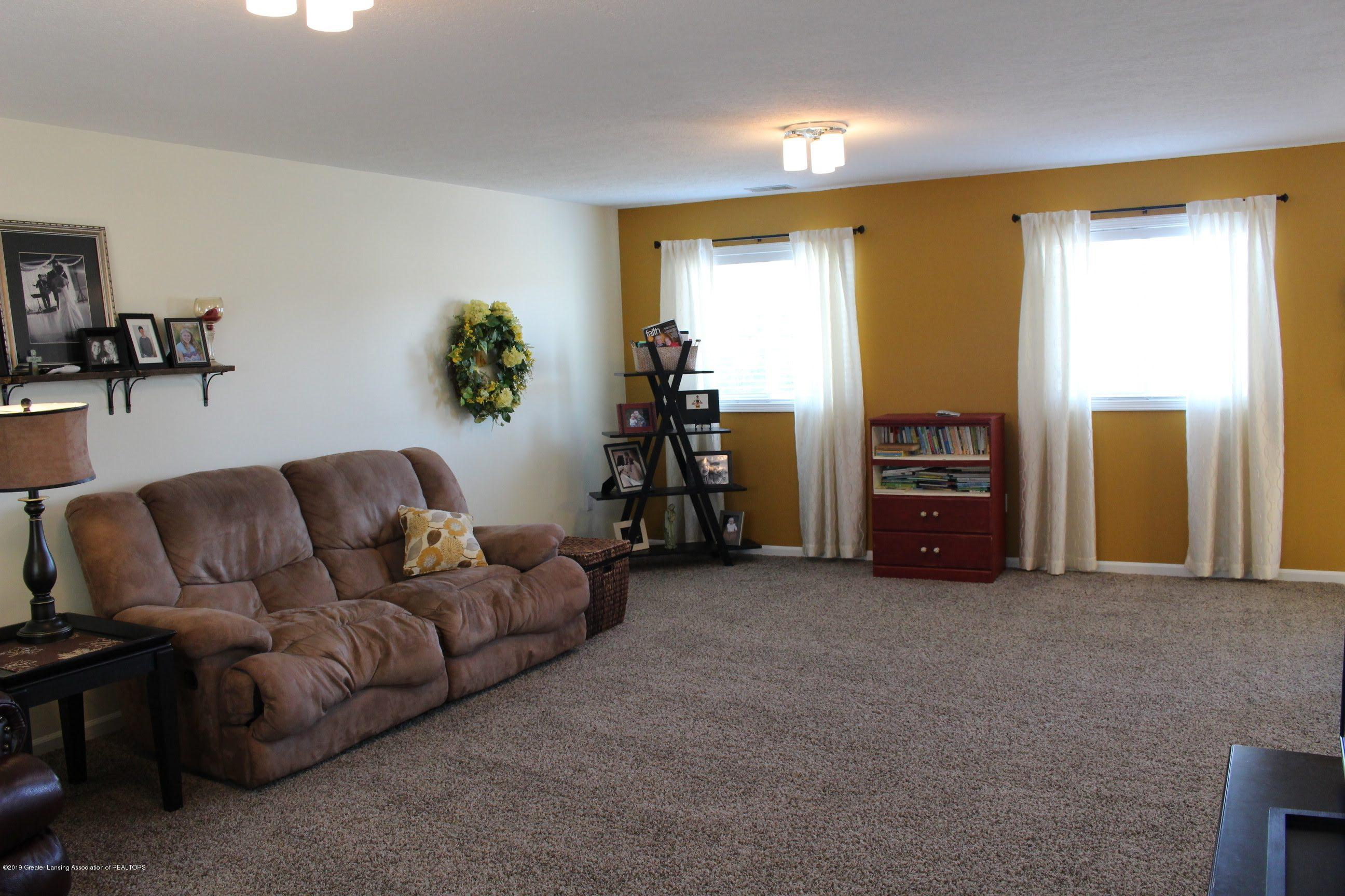 3099 E Price Rd - Living Room - 8