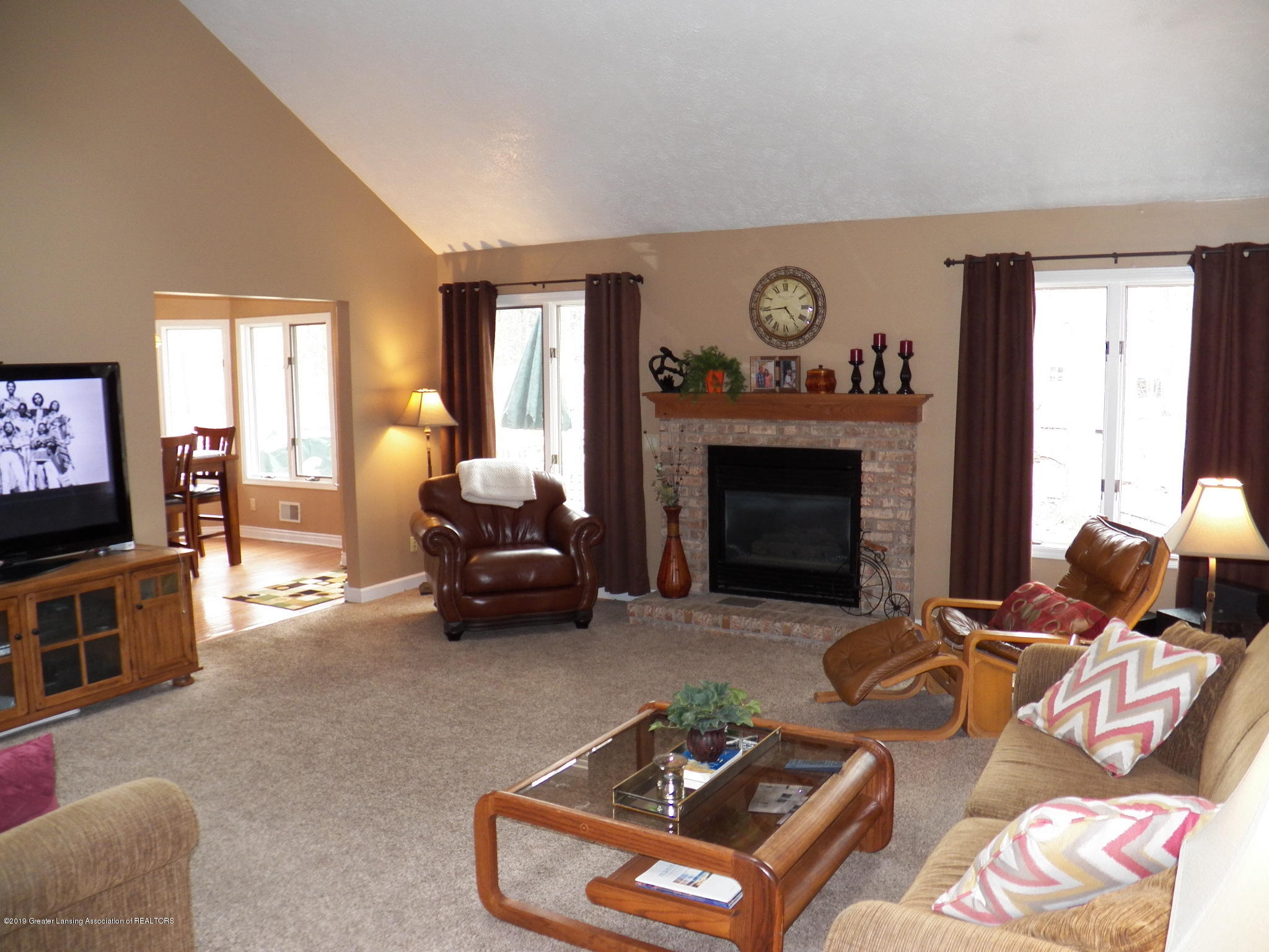 5723 Westminster Way - living room - 3