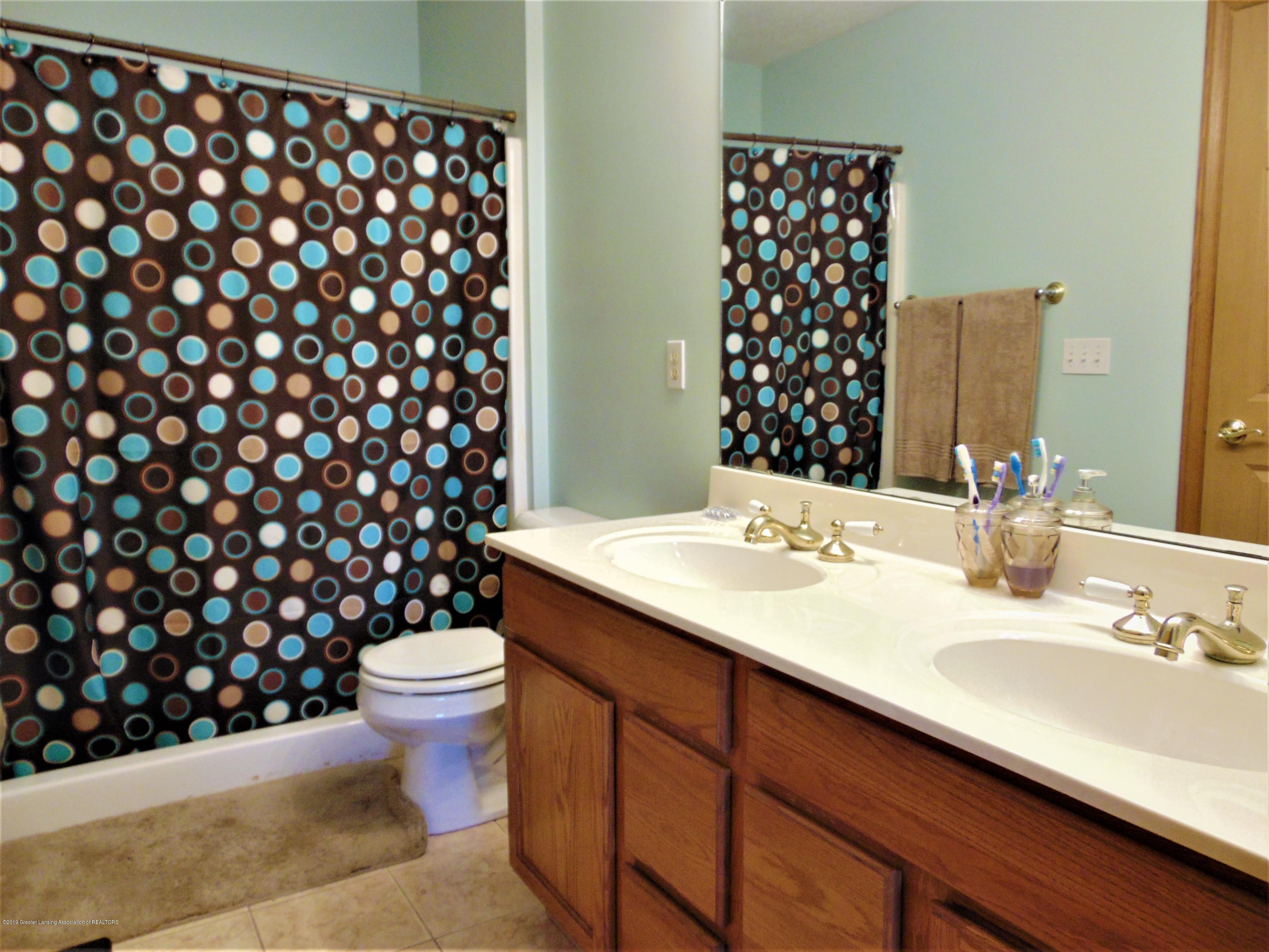 3104 Meadow Brook Rd - Master bathroom - 11