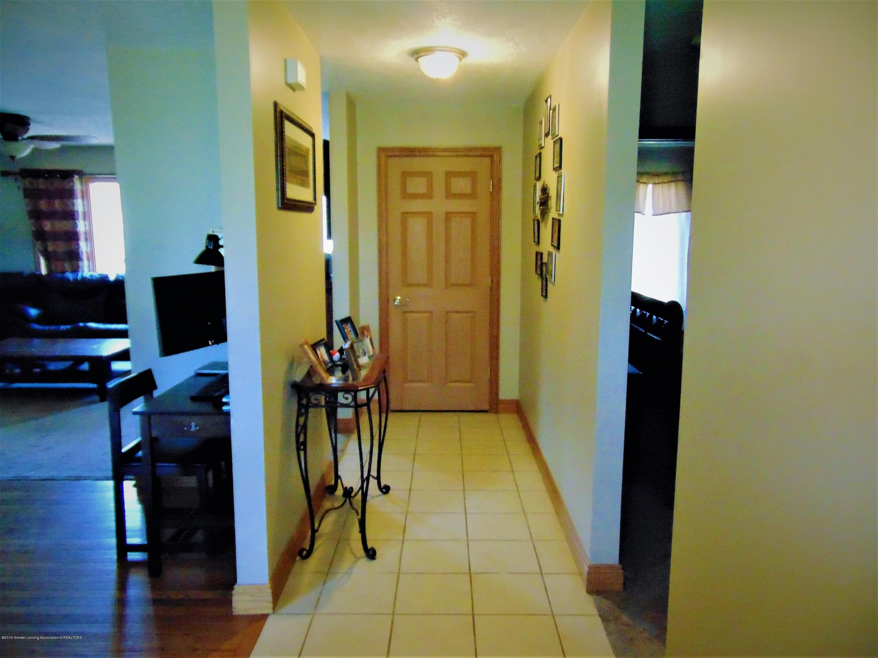3104 Meadow Brook Rd - Front hall - 3