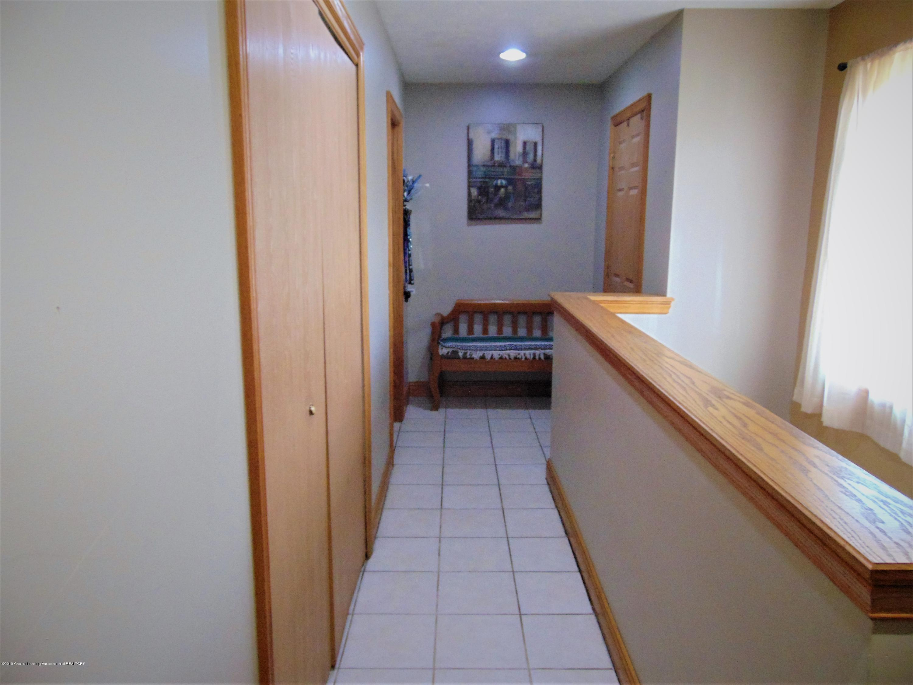 3104 Meadow Brook Rd - Back hall - 16