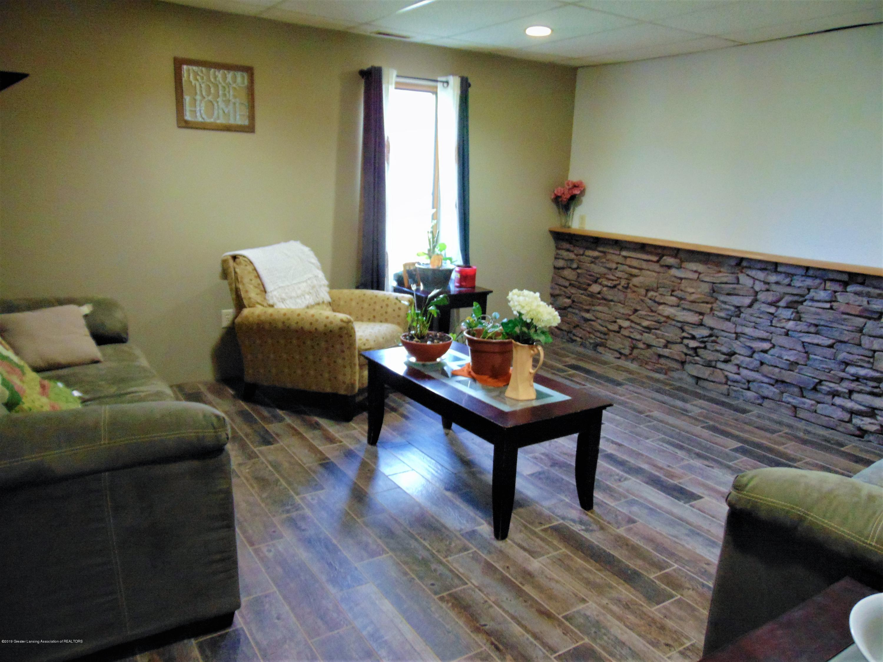 3104 Meadow Brook Rd - basement sitting area - 27