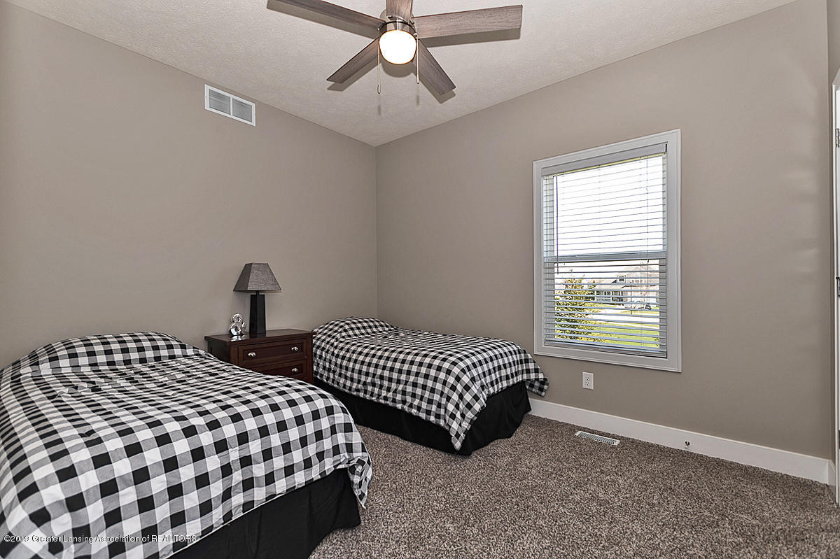 10599 Saddlebrook Dr - Bedroom 3 - 18