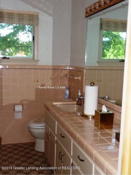 3863 Waverly Hills Rd - Familyroom half bath - 80