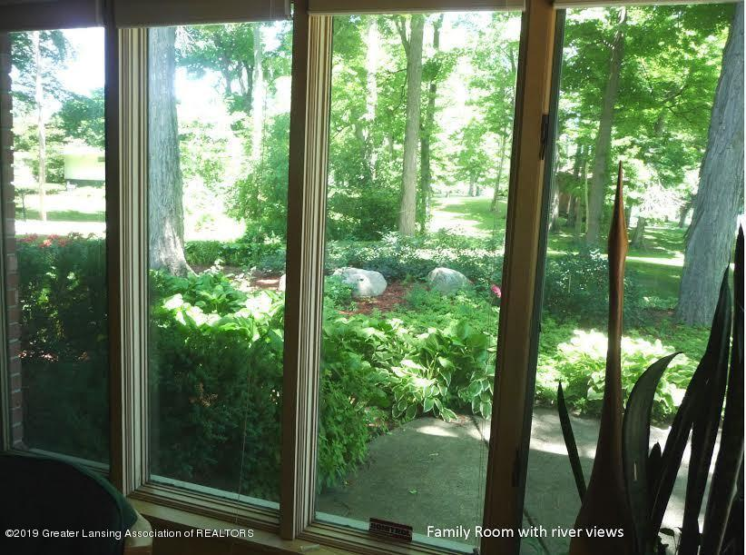 3863 Waverly Hills Rd - Familyroom picture window - 79