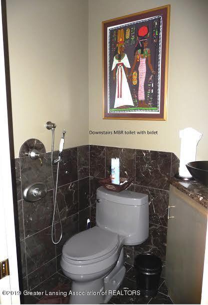 3863 Waverly Hills Rd - Master Bath Toilet with Bidet - 57