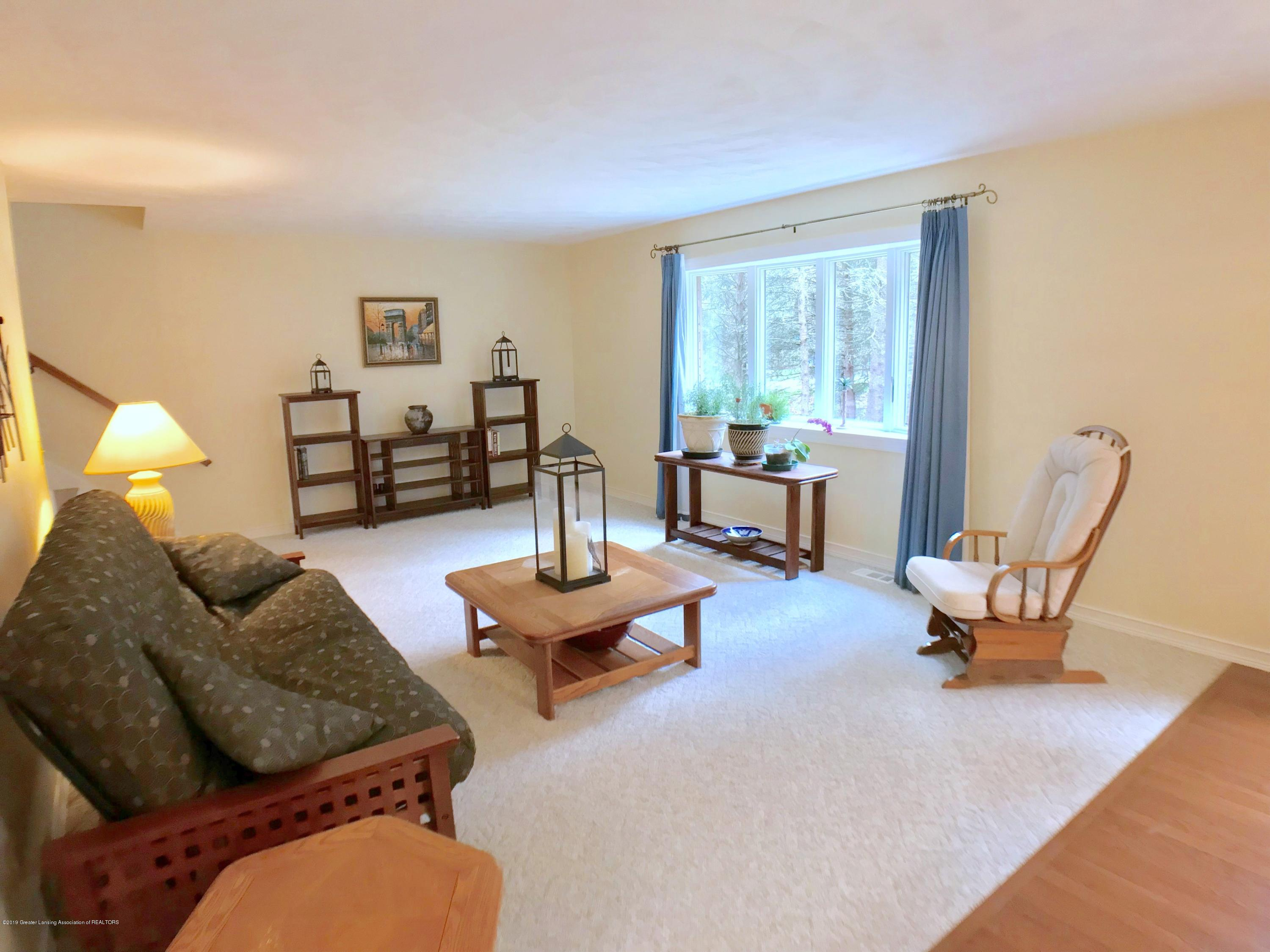 12280 Beardslee Rd - Living Room - 4