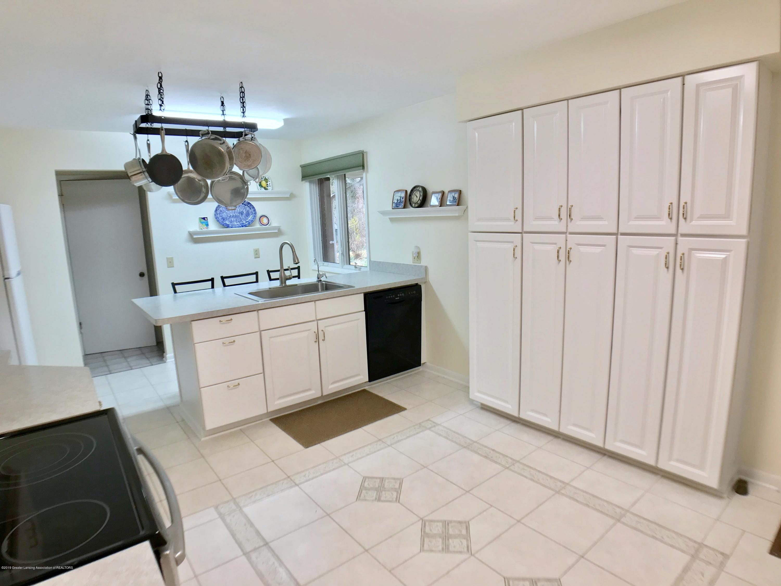12280 Beardslee Rd - Kitchen - 10