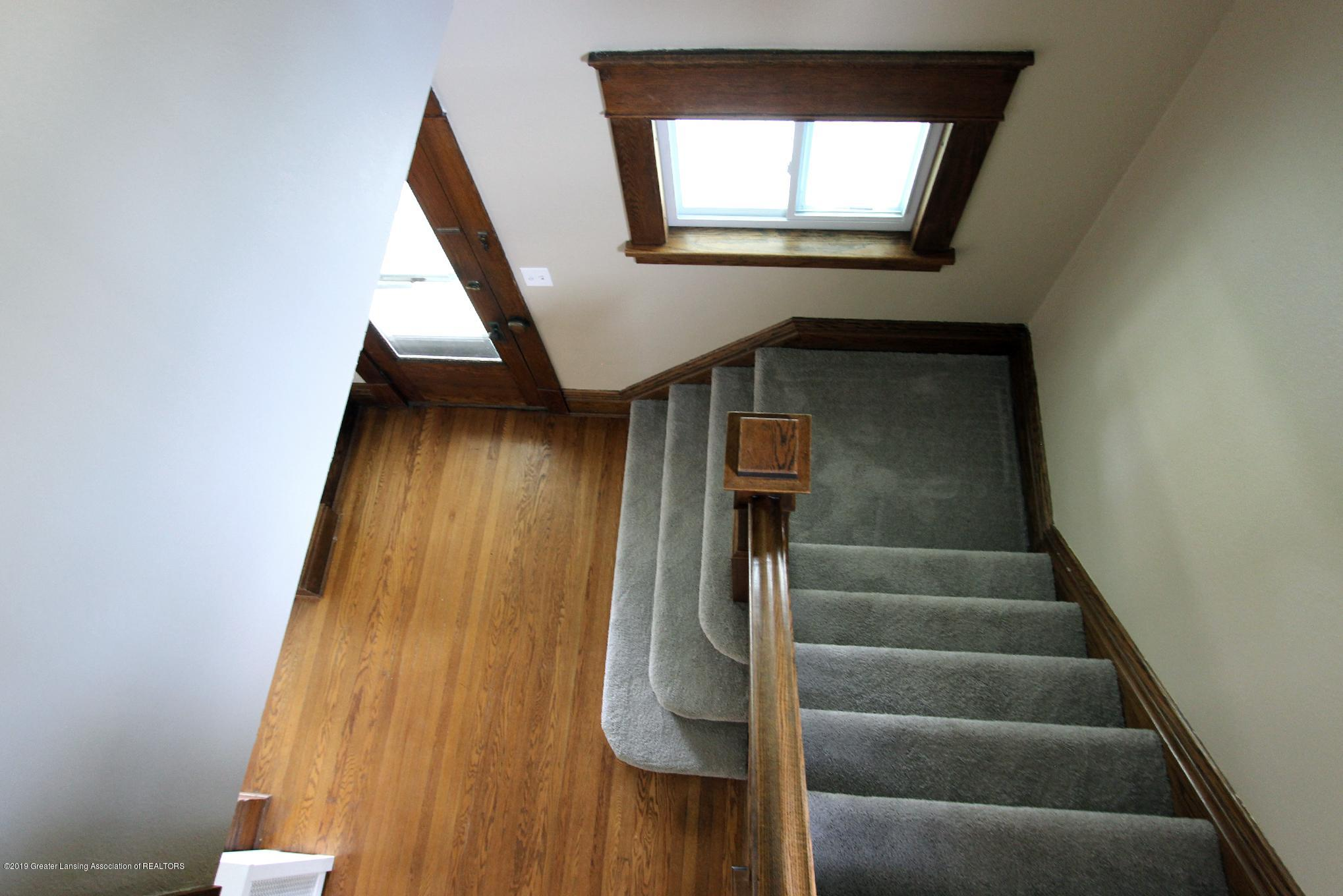 214 N Franklin St - 12 Stairs - 13