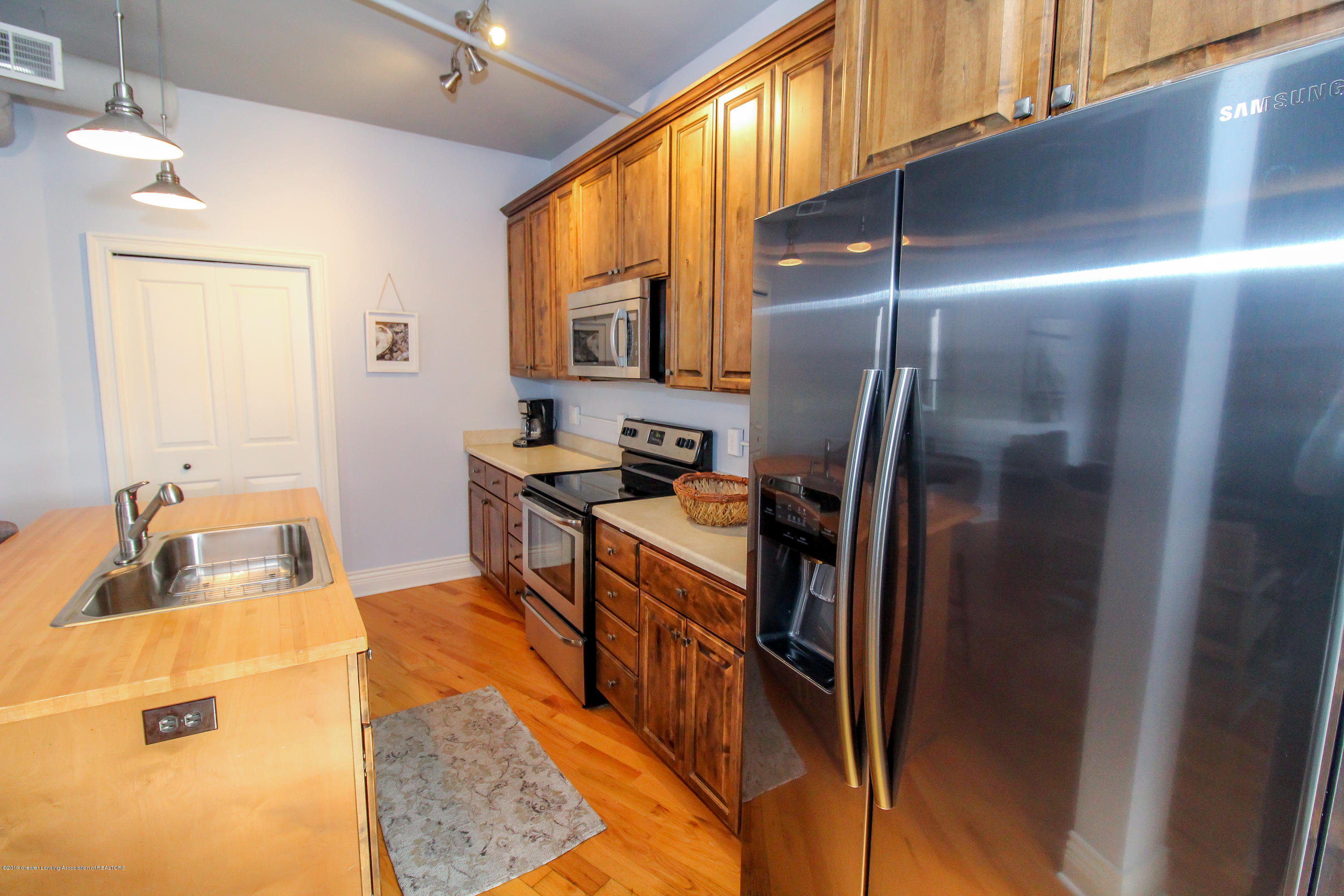 109 E Grand River Ave 4 - kitchen - 8