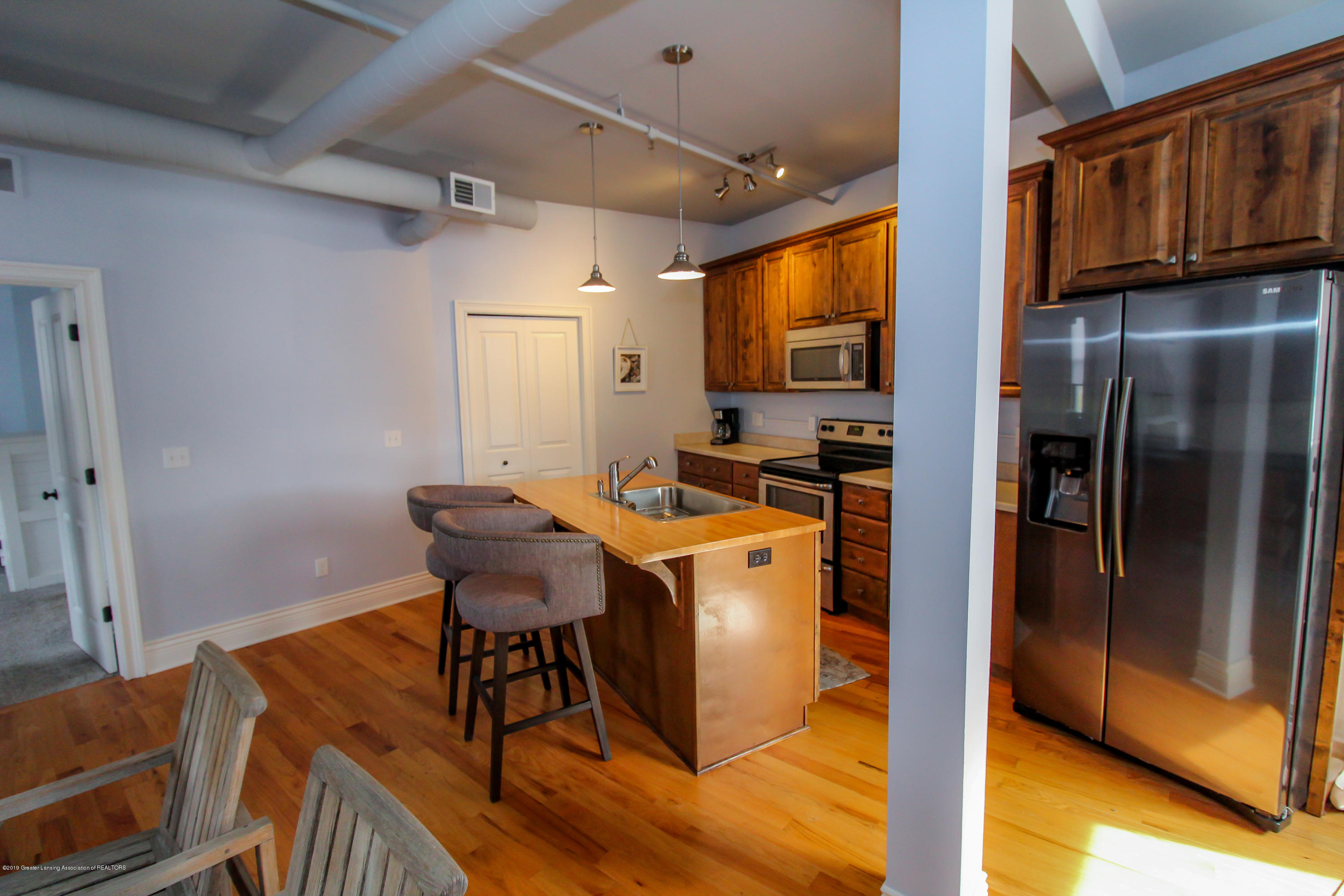 109 E Grand River Ave 4 - kitchen - 9