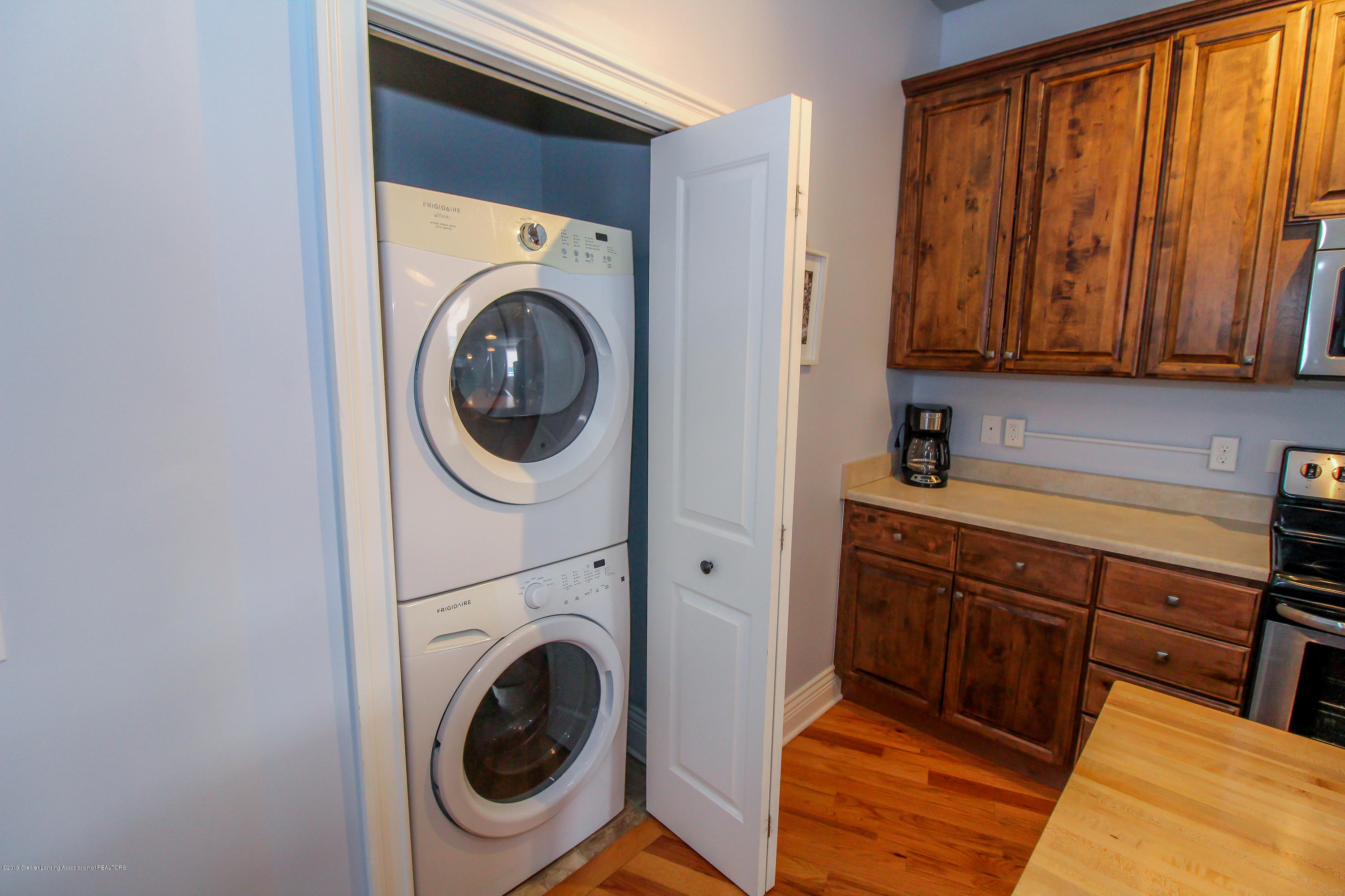 109 E Grand River Ave 4 - main floor stackable laundry included - 12