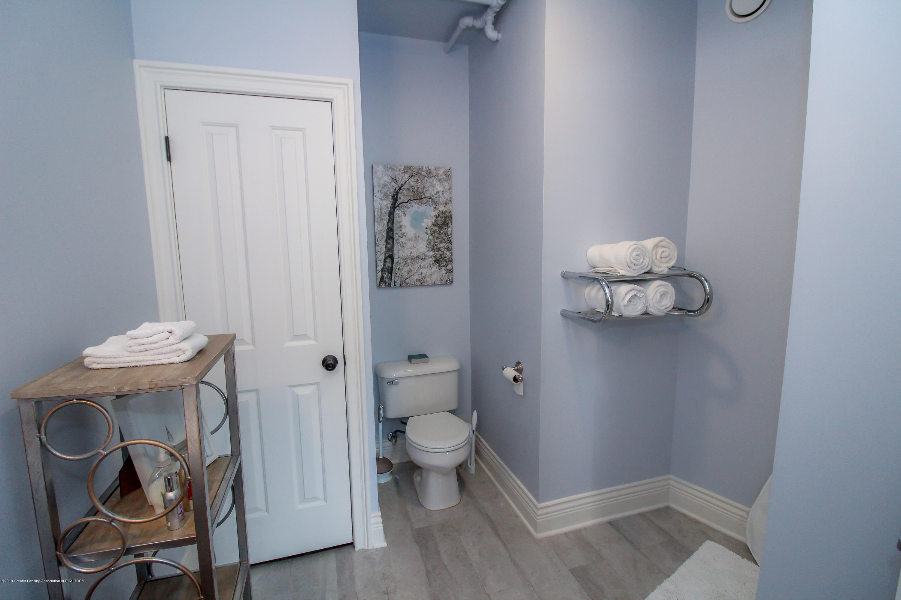 109 E Grand River Ave 4 - master bath - 15