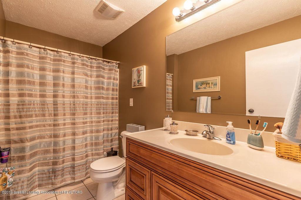 736 W Dexter Trail - Upstairs Bathroom - 26