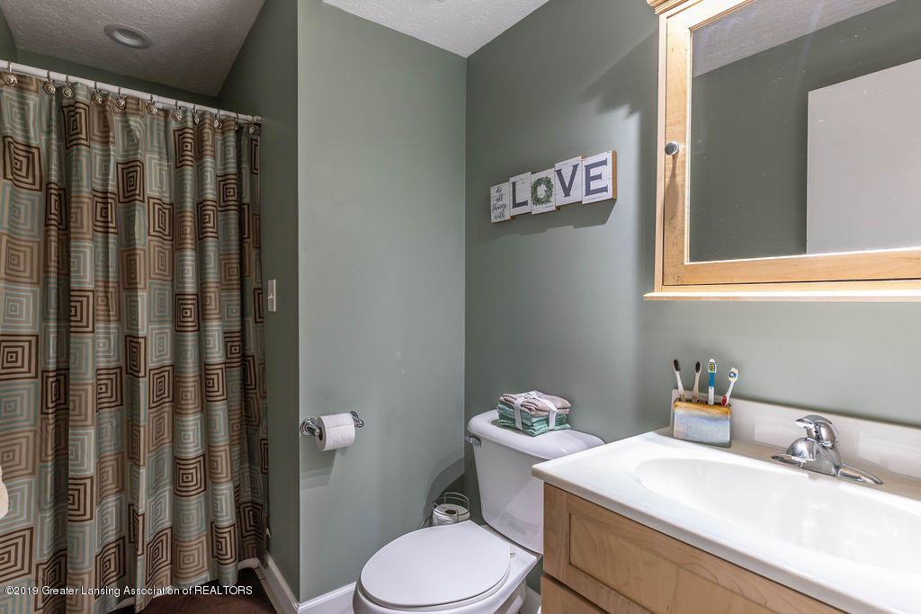 736 W Dexter Trail - Downstairs Bathroom - 36