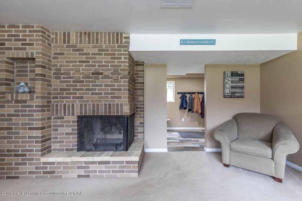 736 W Dexter Trail - Family Room - 29