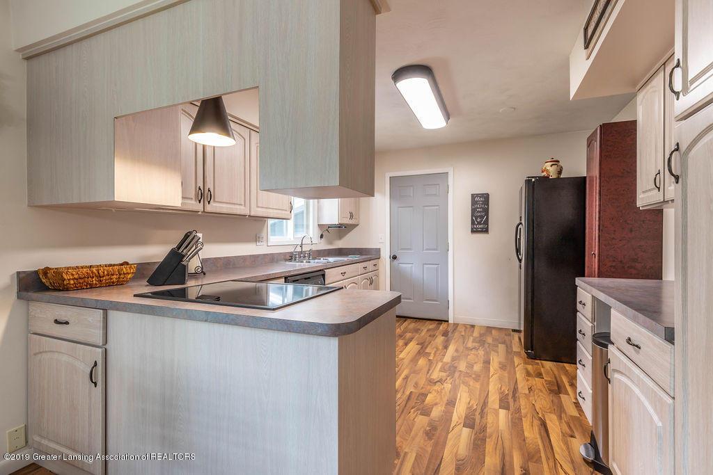 736 W Dexter Trail - Kitchen - 18