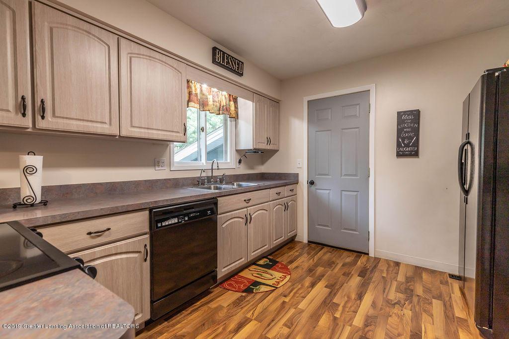 736 W Dexter Trail - Kitchen - 19
