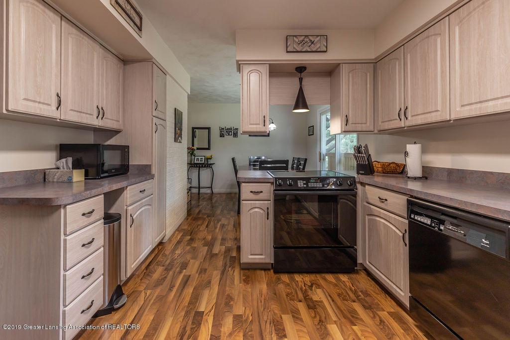 736 W Dexter Trail - Kitchen - 22