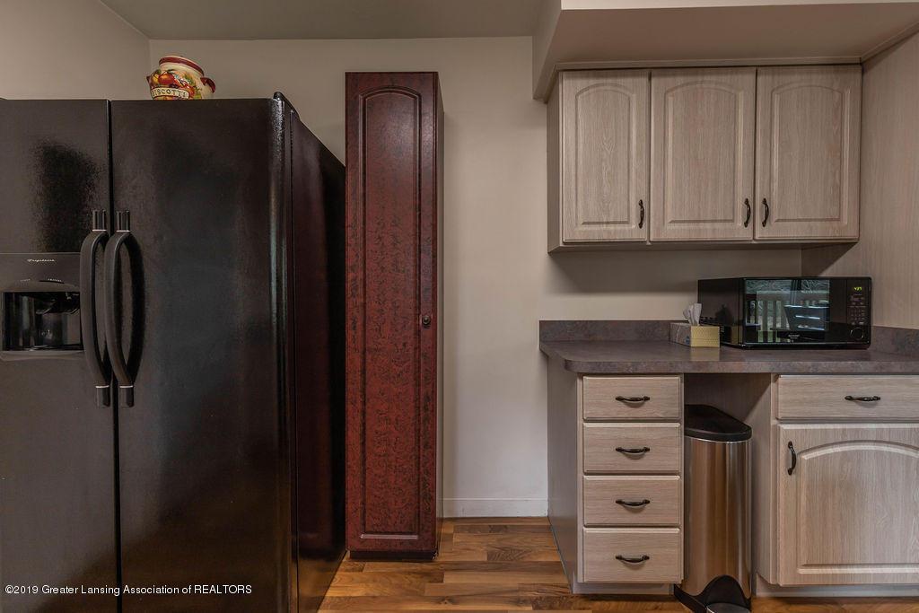736 W Dexter Trail - Kitchen - 20