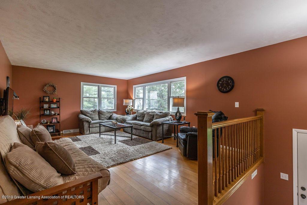 736 W Dexter Trail - Living Room - 15