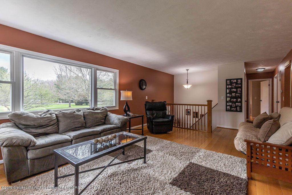 736 W Dexter Trail - Living Room - 16