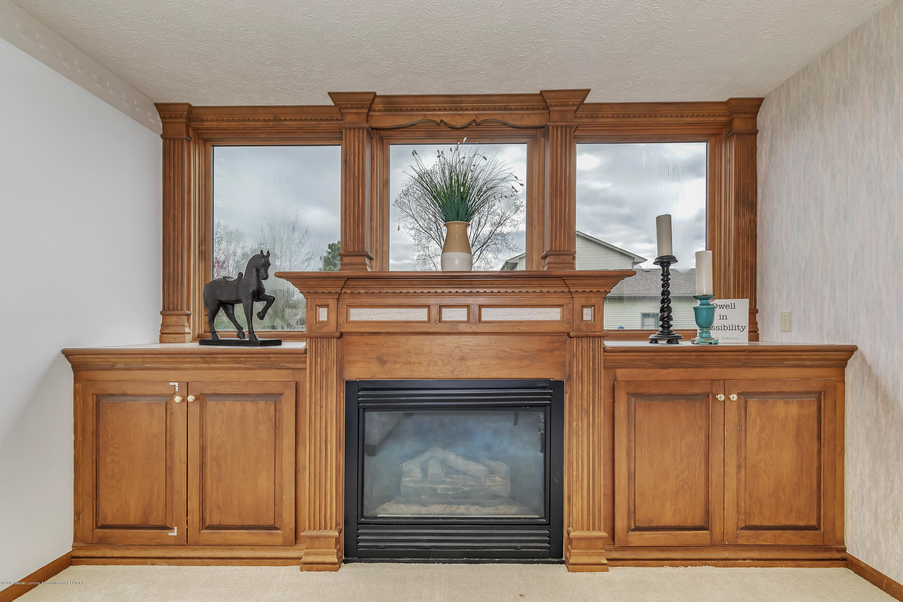 2600 Ayrshire Dr - Fireplace - 11