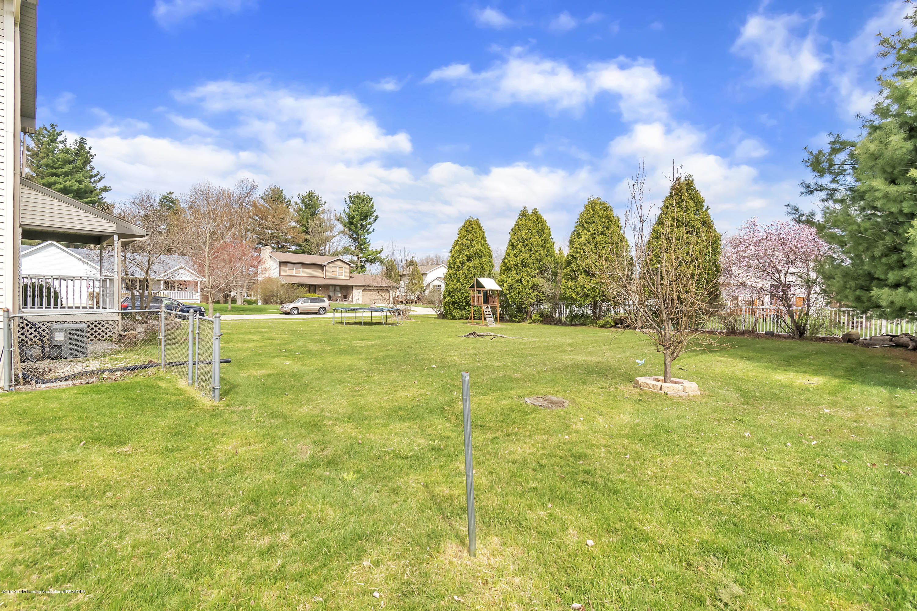 2600 Ayrshire Dr - Double Lot - 38