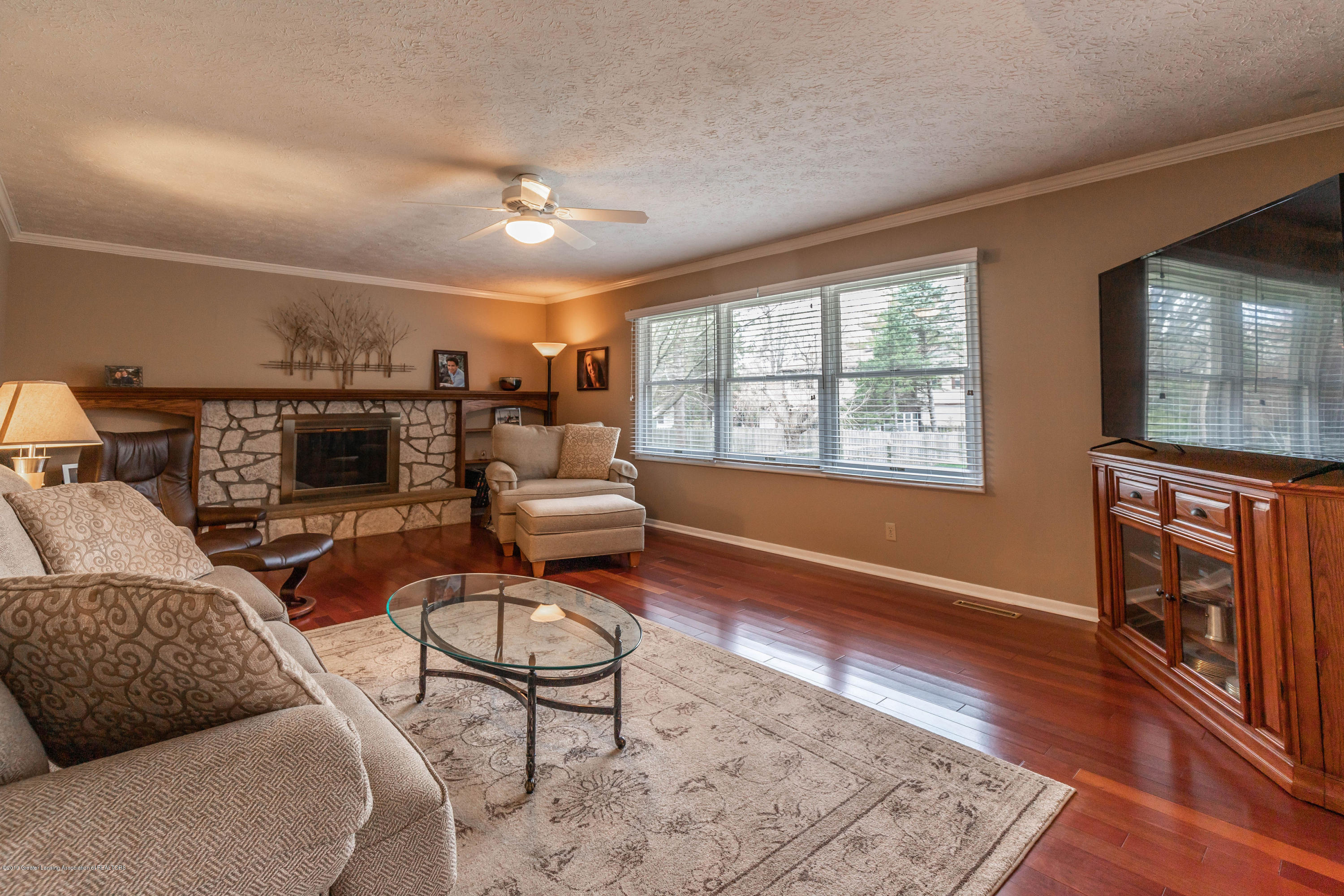 2080 Tamarack Dr - Family Room - 23