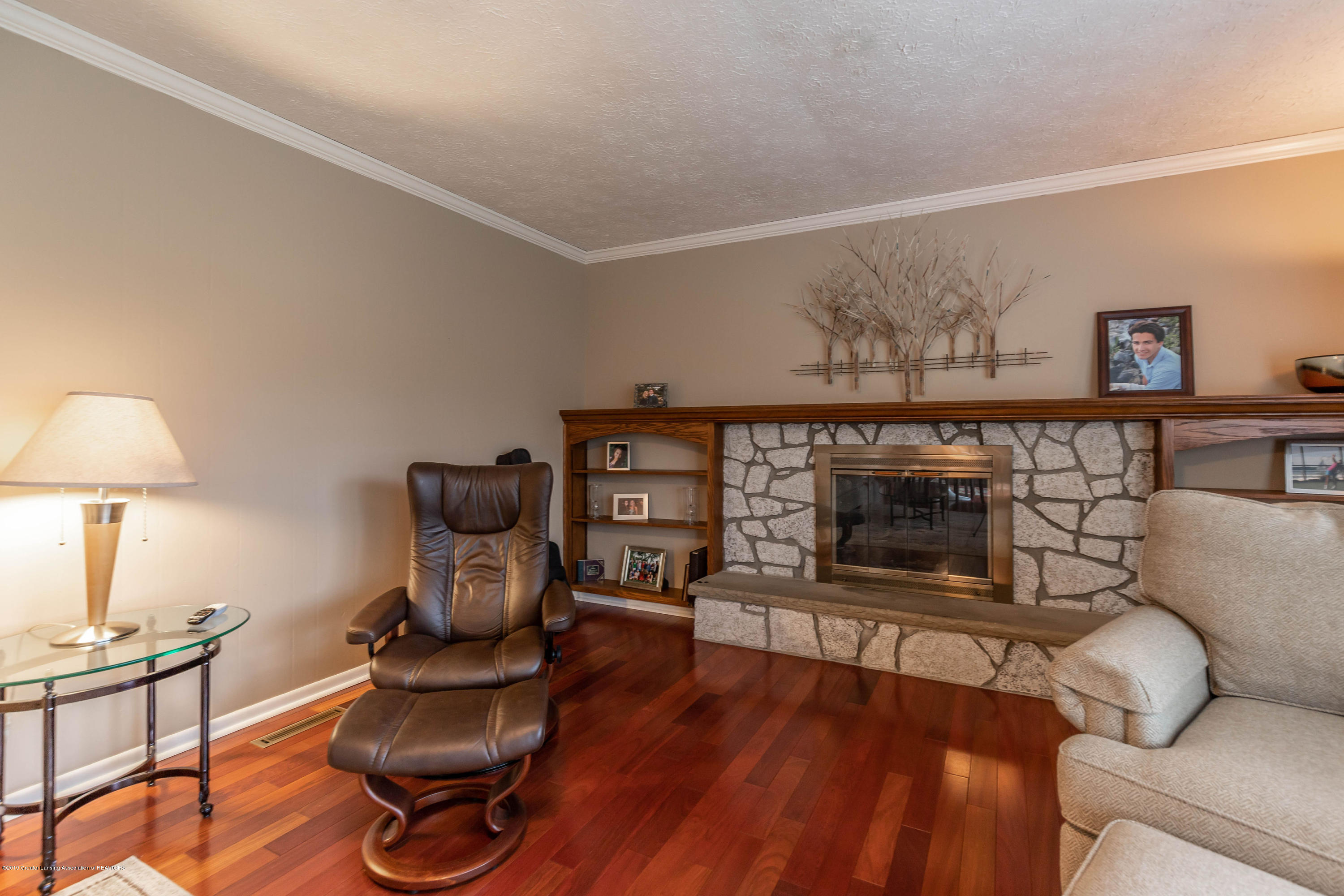 2080 Tamarack Dr - Family Room - 25
