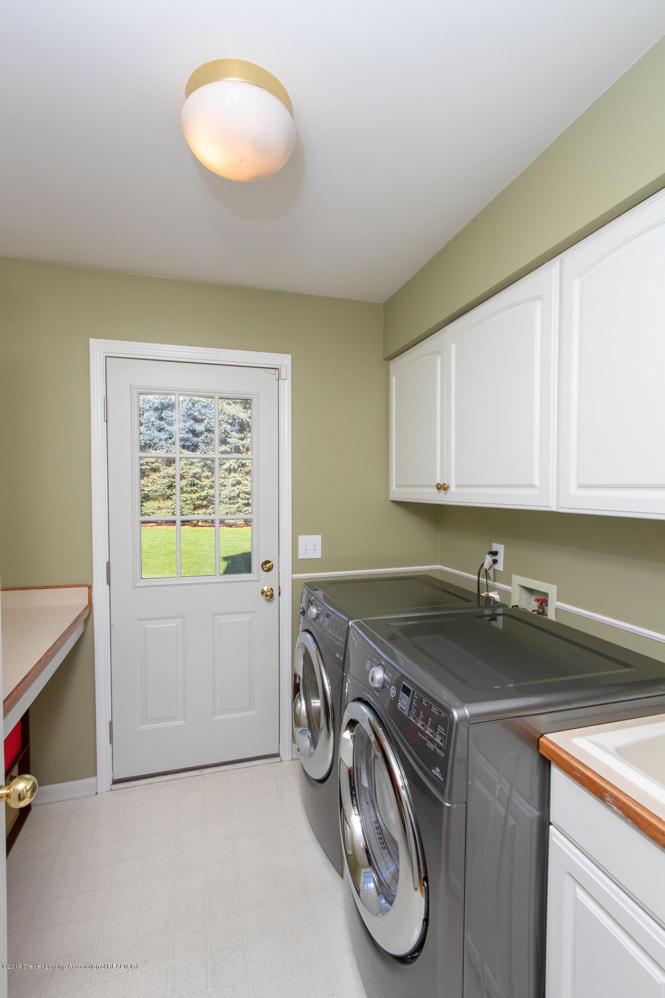 3065 Summergate Ln - 1st Floor Laundry - 30