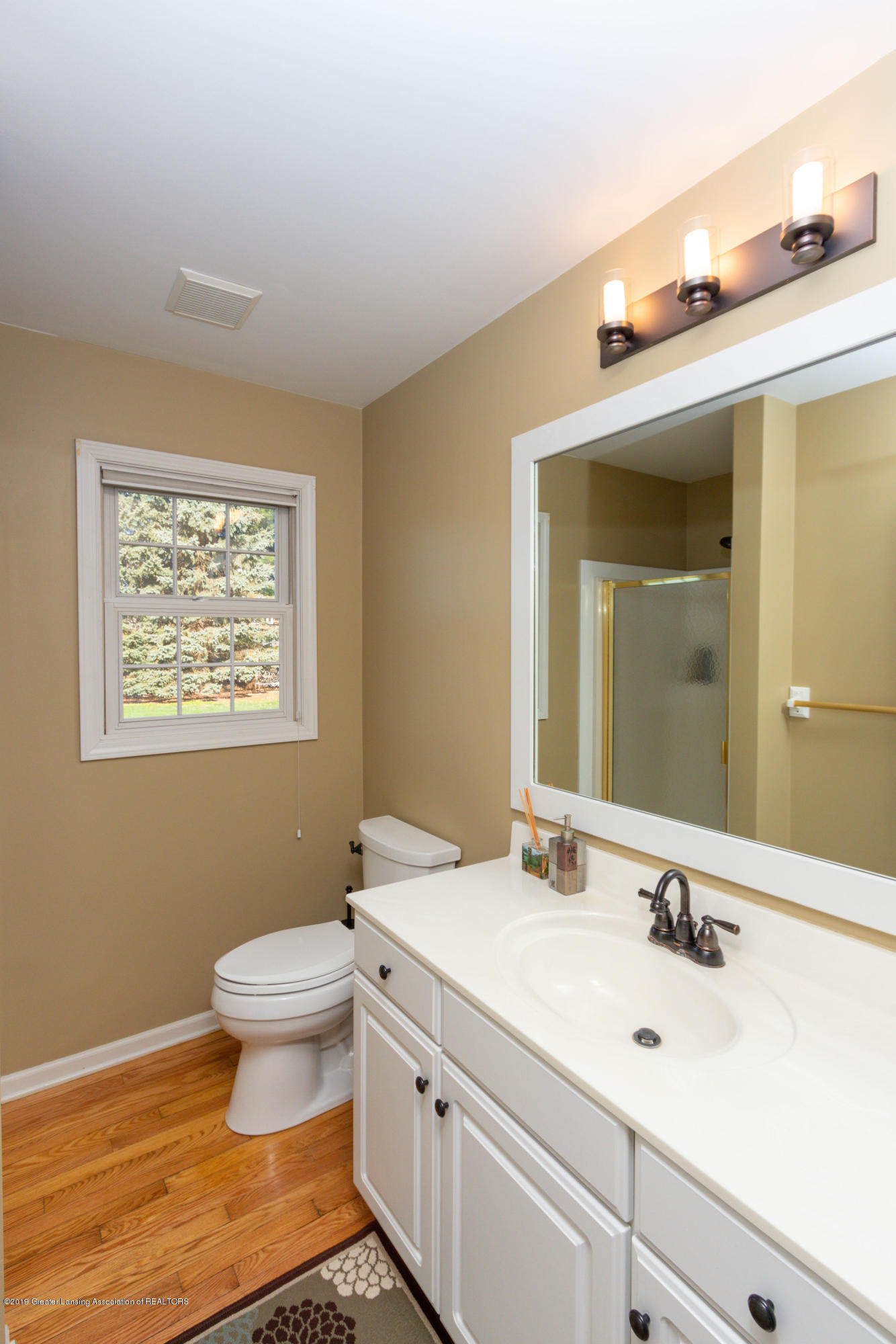 3065 Summergate Ln - Full Main Floor Bath - 31